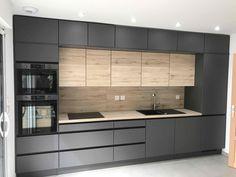 Industrial Kitchen Design, Kitchen Pantry Design, Modern Kitchen Design, Kitchen Layout, Interior Design Kitchen, Modern Kitchen Cabinets, Black Kitchen Decor, Home Decor Kitchen, Modern Kitchen Interiors