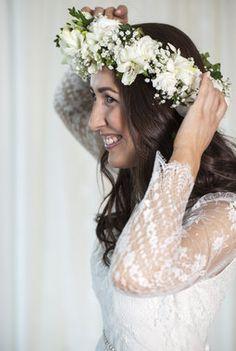 Vakker frodig hvit og grønn blomsterkrans. Crown, Wreaths, Flowers, Wedding, Fashion, Valentines Day Weddings, Moda, Corona, Door Wreaths
