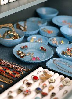 Blue trays to organize your jewelry.