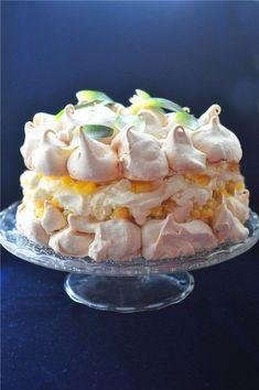 Невесомый торт-безе «Пина Колада».Легкое, воздушное, невесомое облако безе окутывает сочную сливочную начинку с интенсивно ананасовым вкусом и кокосовой ноткой…Это поистине торт-праздник!.Безе..Разогреть духовку до 120°C (без конвекции). Подгот...