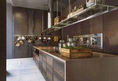 Soluzioni custom made per realizzare la cucina dei propri sogni, personalizzala e renderla unica scegliendo finiture e materiali pregiati