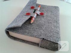 Made of thick gray felt, red detailed book . - Diy And Home Paper Towel Crafts, Felt Crafts, Diy And Crafts, Patchwork Heart, Felt Books, Flower Pillow, Origami Easy, Felt Fabric, Handmade Felt