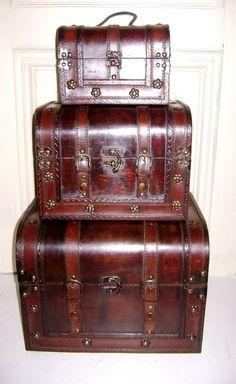 fff7b598a4 Catawiki online auction house  Lot van 3 houten stapelbare koloniale  piratenkoffers - jaren  90