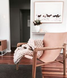 Leather blush pink chair for a feminine detail
