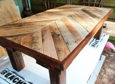 DIY coffee table made from pallets.my mix pallet table Coffee Table Made From Pallets, Diy Coffee Table, Pallet Furniture, Furniture Projects, Wood Projects, Woodworking Projects, Outdoor Furniture, Furniture Plans, Furniture Buyers