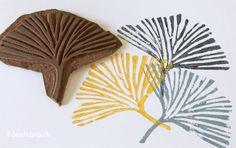 print making printmaking Linocut prints. Clay Stamps, Stamp Printing, Printing On Fabric, Fabric Painting, Fabric Art, Make Your Own Stamp, Stamp Carving, Fabric Stamping, Handmade Stamps