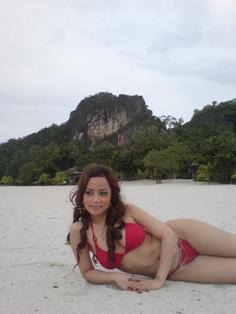 Awek Melayu Yang Berbaju Merah yang cantik di http://bokep.mobi