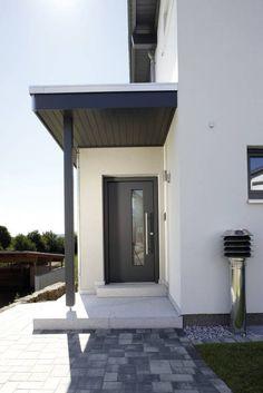 LEBENSQUALITÄT SPIELT DIE HAUPTROLLE - frei geplantes Kundenhaus: moderne Fenster & Tür von FingerHaus GmbH