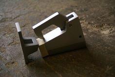 Deurvastzetter van aluminium voor deuren. Met haak en rubber stop