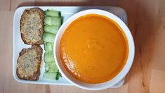 Tomato soup is a classic of international cuisine. This version is spiced and delicious to start a meal or to side a sandwich Gluten Free Chilli, Keto Fried Chicken, New Recipes, Healthy Recipes, Cooking Cream, Sandwich Ingredients, Twisted Recipes, Tomato Soup Recipes, Food Print
