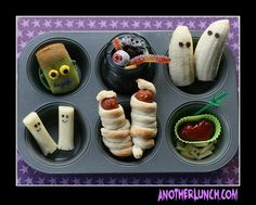 Halloween toddler bento box by anotherlunch.com.  This website has the most ADORABLE ideas for making food fun with bento! :-)