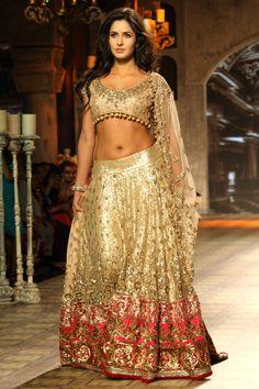 Latest Saree Designs: katrina kaif in manish malhotra bridal lehenga at delhi couture week 2012 Bollywood Bridal, Bollywood Lehenga, Bollywood Dress, Bollywood Fashion, Bollywood Style, Bollywood Celebrities, Lehenga Choli, Bridal Lehenga, Sari