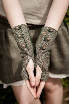Steampunk - ON SALE Wristwrmers Fingerless gloves green gloves Tweed wristwarmer Rustic Steampunk wristwarmers With brass buttons Folk wristwar by CELTICFUSIONDESIGN Tweed, Diy Fashion, Ideias Fashion, Womens Fashion, Fashion Design, Petite Fashion, Green Gloves, Gloves Fashion, Hooded Scarf