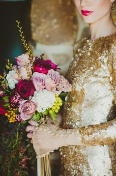 Cannot deal. So gorgeous! Gold + bright blooms