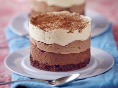 Découvrez la recette Entremets aux 3 chocolats sur cuisineactuelle.fr.