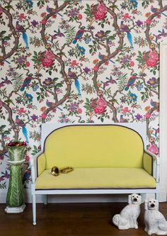 The Fontainebleau Wallpaper by designer Cole & Son from Folie collection features a flock of exotic birds and flora in vibrant colours. A wonderful focal point wallpaper for any room in your home. Tree Leaf Wallpaper, Wall Wallpaper, Brave Wallpaper, Botanical Wallpaper, Animal Wallpaper, Cole Son, Cole And Son Wallpaper, Interior And Exterior, Interior Design