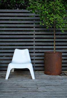 Black Is The New Black In Garden Design by Kimberly Duran | The Oak Furniture Land Blog