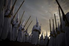 Haunting images of Holy Week in Spain - Photo 1 - Pictures - CBS News