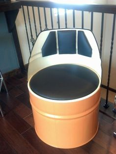 Resultado de imagen para 55 gallon plastic barrel furniture uses Man Cave Furniture, Car Part Furniture, Barrel Furniture, Metal Furniture, Bares Y Pubs, Drum Craft, Car Part Art, Barris, Restaurant Themes