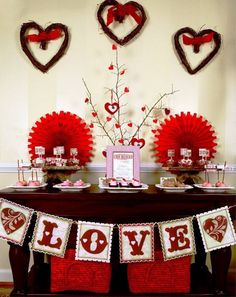 Having a decoration dilemma for your Valentine's Day Party? Try unique and easy Valentine's Day party decoration ideas and give the guests a party they would remember. Valentines Day Cookies, Kinder Valentines, Valentines Bricolage, My Funny Valentine, Valentines Day Party, Valentines Day Decorations, Valentine Day Crafts, Happy Valentines Day, Vintage Valentines