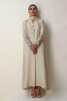 Stylish Dresses For Girls, Stylish Dress Designs, Designs For Dresses, New Dress Design Indian, Pakistani Dress Design, Indian Designer Suits, Indian Suits, Indian Wear, Pakistani Fashion Party Wear