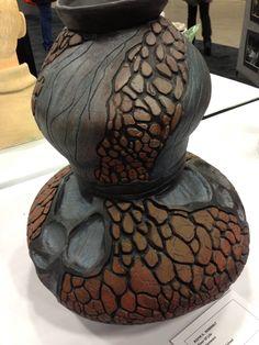 High school art VASE great color and texture Clay Art Projects, Sculpture Projects, Ceramics Projects, Ceramics Ideas, Ceramic Techniques, Pottery Techniques, Pottery Vase, Ceramic Pottery, High School Ceramics