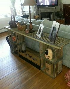 Sofa table made from shutter and old wood milk crates. Maybe I can make my own vintage milk crates. It can't be that hard. Farmhouse Decor, Milk Crates, Decor, Home Diy, Diy Home Decor, Home Decor, Wooden Crates, Crates, Diy Couch