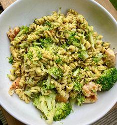 "Amy on Instagram: ""Broccoli Pesto Pasta 🥦 • 505 calories • 40g protein 🥦 reduced salt pesto 🥦 pasta 🥦 broccoli 🥦 chicken breast"""