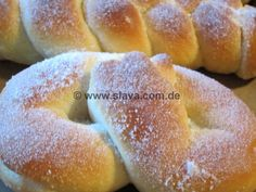 Fluffy sugar braids - pretzels and more «cooking & baking .- Fluffige Zuckerzöpfe – Brezeln und noch mehr « kochen & backen leicht gemach… Fluffy sugar braids – pretzels and more «Cooking & baking made easy with step by step pictures of & with Slava - Cooking Bacon, Easy Cooking, Pretzels, German Baking, Sweet Bakery, Mets, No Bake Desserts, I Love Food, No Bake Cake