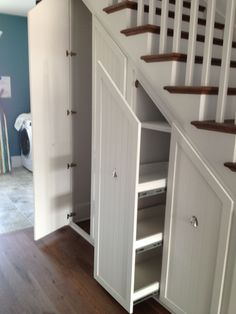 Incredible Small #Walk-in Closet Ideas & Makeovers | Small Walk in #Closet Ideas and Organizer #Design