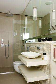 ¿Quién dijo que espacio y estilo están reñidos? Los baños pequeños tienen casi tantas posibilidades como los más amplios. Y si no te lo crees, no te pierdas la siguiente galería de fotos llenas de grandes y útiles ideas que te ayudarán a conseguir el baño de tus sueños…