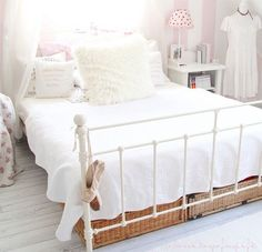 bed, like a princess, hotel bed, lamps, lights, pillows, pads, pink, white, bedroom