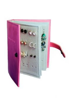 DIY: Felt book for earrings (earring storage) Great idea for my 8 y/o niece, as she travels between her mom and dad's houses!