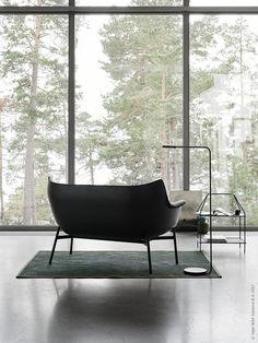 YPPERLIG soffa, YPPERLIG soffbord, YPPERLIG lampa. Mattan är en OSTED, som vi målat med snickerifärg för ett personligt uttryck.