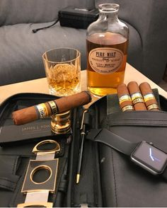 Whisky, Cigars And Whiskey, Cuban Cigars, Pipes And Cigars, Wine Cocktails, Fun Drinks, Cigar Room, Cigar Accessories, Cigar Bar
