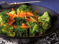 Helppo höystö parsakaalista ja porkkanasta sopii lisäkkeeksi tai sellaisenaan…