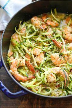 Zucchini-Nudeln (Zoodles) sind das perfekte Low Carb Abendessen!