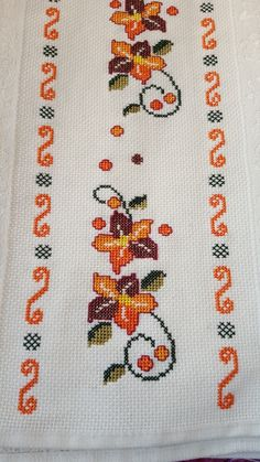 Embroidery on a handtowel༺✿༻ This post was discovered by Mu Barbara R. Cross Stitch Boarders, Cross Stitch Bookmarks, Cross Stitch Flowers, Cross Stitch Charts, Cross Stitch Designs, Cross Stitching, Cross Stitch Patterns, Crochet Patterns, Beaded Embroidery