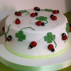 Torta di compleanno - Portafortuna Ladybug Party Centerpieces, Latte, Fondant Tutorial, Oreo Cheesecake, Cake Icing, First Birthday Cakes, Pretty Cakes, Chocolate Desserts, First Birthdays