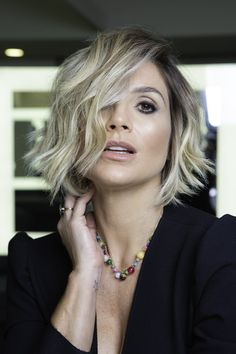 All Details You Need to Know About Home Decoration - Modern Short Curly Haircuts, Curly Hair Cuts, Long Bob Hairstyles, Cute Hairstyles, Warm Blonde Hair, 90s Grunge Hair, Ombre Hair, Hair Inspiration, Short Hair Styles
