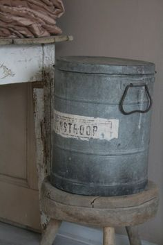 galvanized can with lid