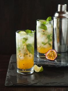 Fruit Mojito Would make non-alcoholic but these are gorgeous drinks! Fruit Drinks, Non Alcoholic Drinks, Beverages, Passion Fruit Mojito, Cocktail Recipes, Cocktails, Mojito Recipe, Summer Drinks, Smoothies