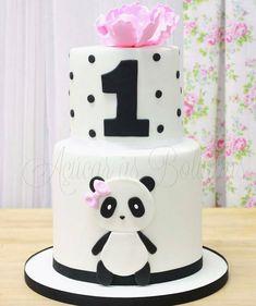 Panda Birthday Cake, 1st Birthday Cakes, Baby Birthday, First Birthday Parties, Panda Party, Bear Party, Bolo Panda, Panda Cakes, Pink Panda