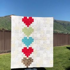 I'm loving Kenzy's version of our Crush quilt! ❤❤ Crush pattern is available on our website, www.piecenquilt.com #crushquilt #piecenquilt