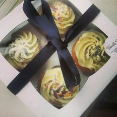 Beautiful and delicious #cupcakes from @vanillapodchelt