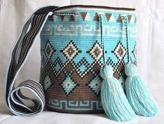 Removedor de Esmaltes Caseiro é Fácil de Fazer e Funciona – Cura Natural - elisabeth Wiggly Crochet, Knit Crochet, Mochila Crochet, Tapestry Crochet Patterns, Crochet Backpack, Tapestry Bag, Boho Bags, Weaving Art, Crochet Purses