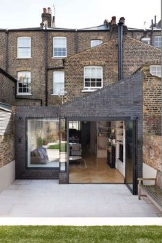 Victorian Family House in London Gets Fresh Redesign 15