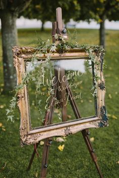 Autumn greens on Welcome sign, golden, baroque frame | A Very Beloved Wedding | Photo:Thomas Steibl | Calligraphy: Wald & Schwert #welcomesign #weddingdecor #calligraphy