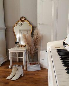 Small Room Bedroom, Bedroom Decor, Parisian Decor, Gold Interior, Interior Design, Home And Deco, Cool Rooms, Home Decor Inspiration, Kitchen Inspiration