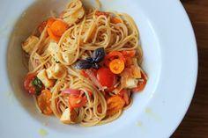 Taivaallinen halloumipasta 10 minuutissa - Culinarista   Lily.fi Vegan Recipes, Cooking Recipes, Getting Hungry, Halloumi, Wines, Spaghetti, Vegetarian, Vegetables, Ethnic Recipes